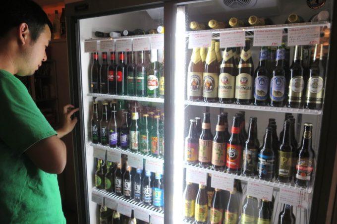 「BEER PARA DINING(ビアパラダイニング)」は海外のボトルビールも豊富