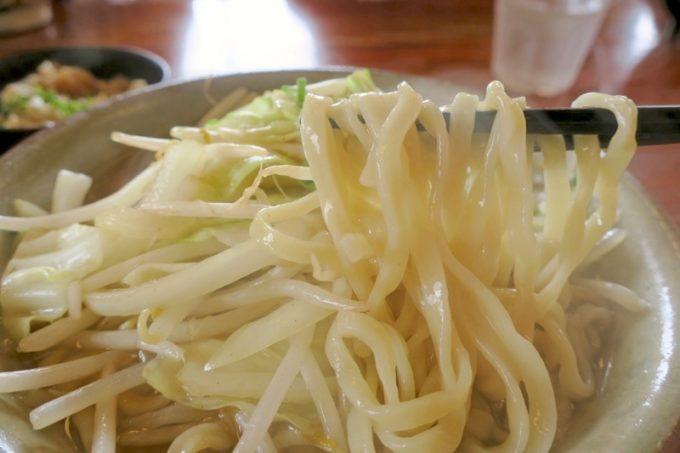 浦添市勢理客「東江そば」の麺はツル・モチでおいしい。