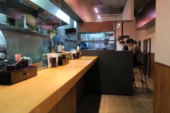 立ち食い蕎麦「千花庵(ちはなあん)」の店内