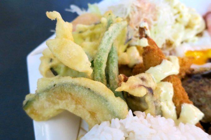 「ハイウェイ食堂」Aランチの天ぷら周辺