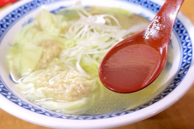 函館「ひらき家」塩ラーメンの透き通ったスープ