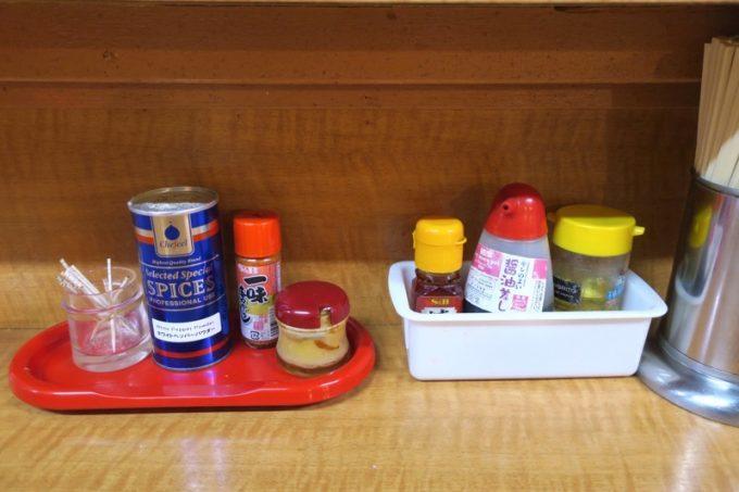 函館「ひらき家」の卓上調味料