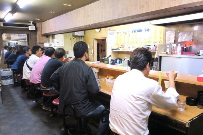 函館・五稜郭本町「ひらき家」の店内