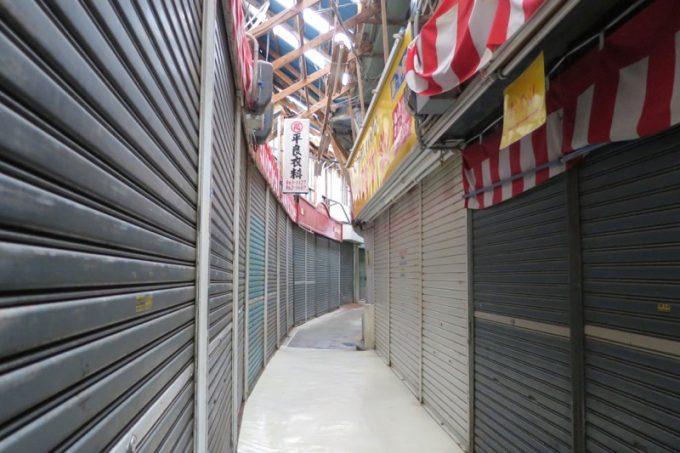 牧志公設市場付近のシャッター商店街