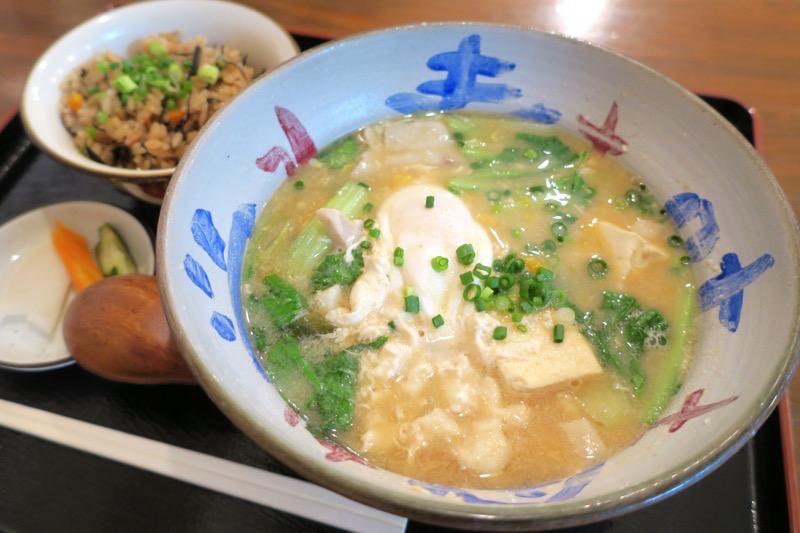 「寿味食堂 (ずみしょくどう)」のみそ汁(680円)とじゅーしー(+50円)