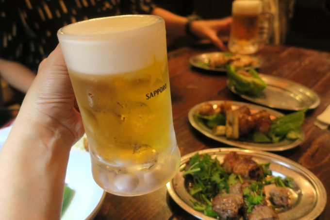 那覇・牧志「ちるり(Chillri)」ビールはサッポロ黒ラベル(500円)