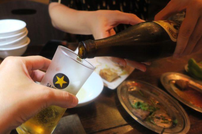 那覇・牧志「ちるり(Chillri)」サッポロラガー(中瓶、600円)