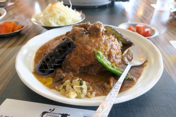 那覇・久茂地「我那覇焼肉店」のランチで食べたスパイシーカレー(750円)