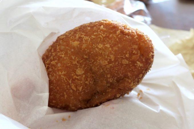 「秀のぱん工房 窯」の肉コロカレーパン(160円くらい)