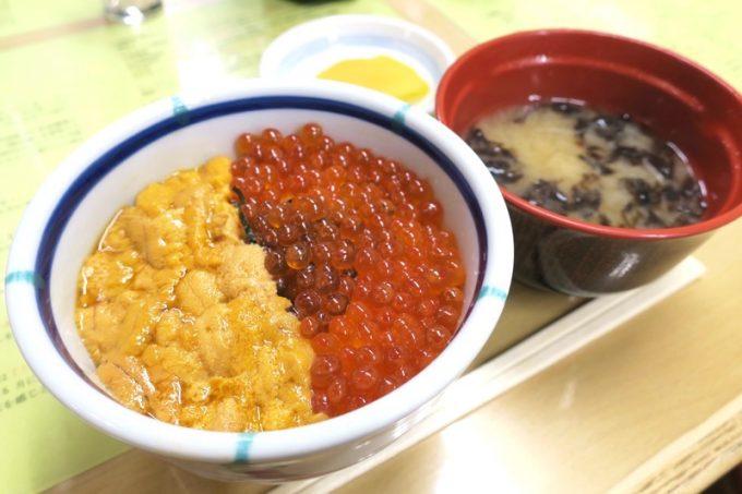 函館朝市「きくよ食堂 本店」うに・いくら丼(ミニサイズ、1800円)