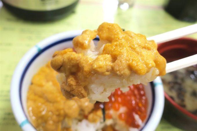 函館朝市「きくよ食堂 本店」のうに・いくら丼を食べる!