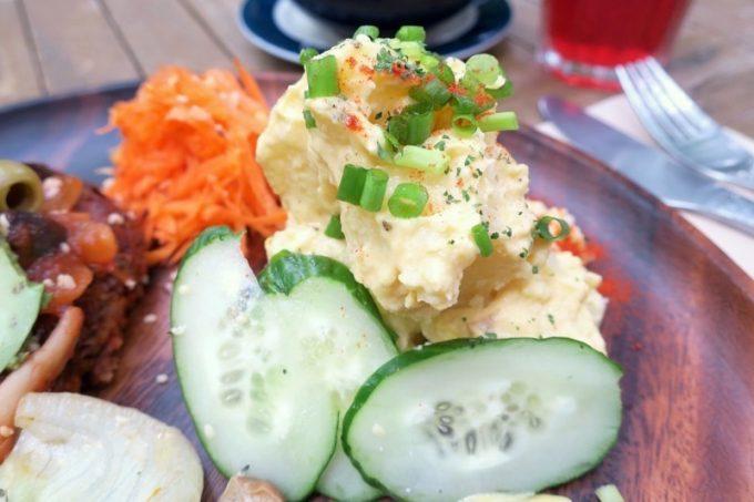 沖縄ビッグビーガンブレックファーストの大盛りポテトサラダ