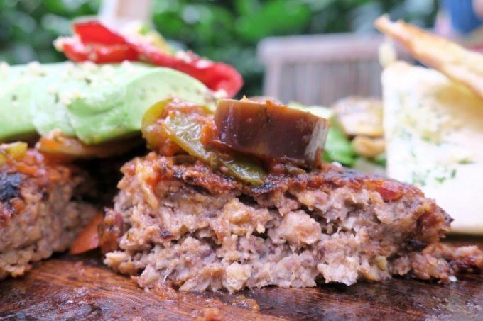 ハンバーグには肉ではなく黒豆とひよこ豆を使っているそうだ