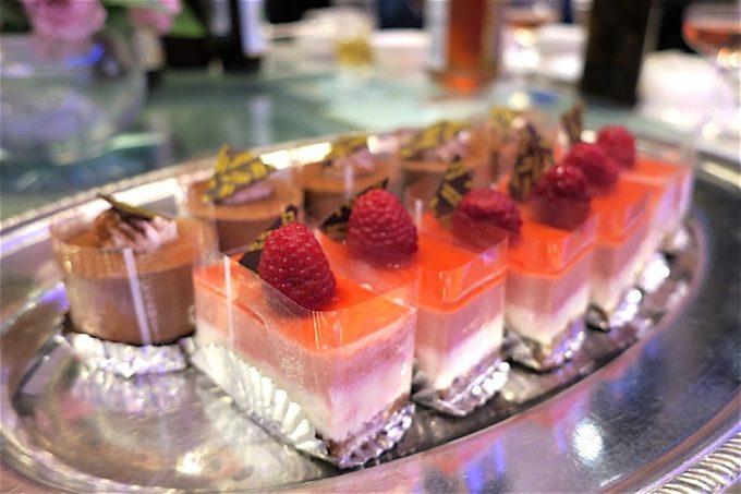 沖縄の結婚式のお料理(ケーキ)