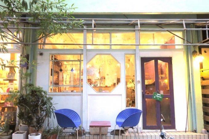 那覇・浮島通り「Cafe プラヌラ」の外観