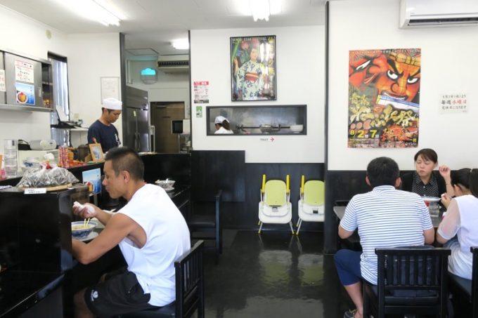 「中華そば 三太」の店内