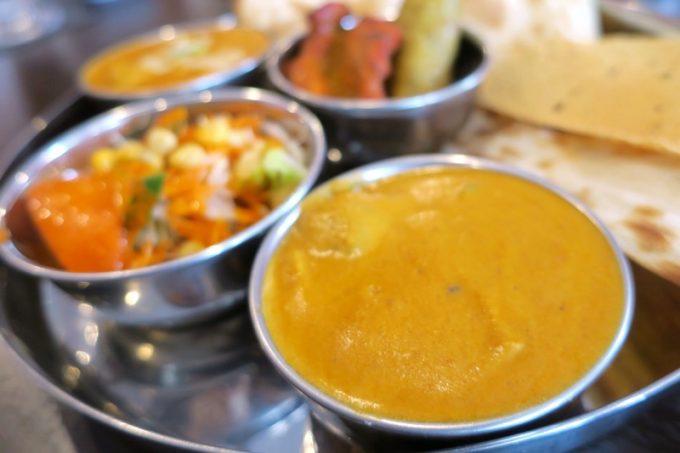 シヴァ・マハルスペシャルランチのカレーは2種類。こちらは野菜カレー