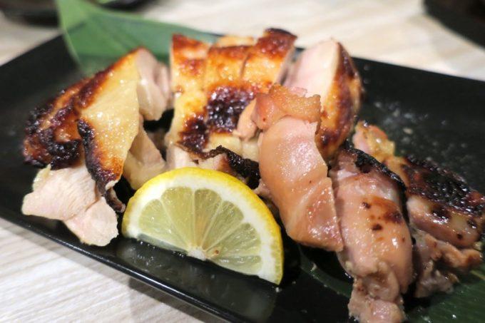3000円コースのフード6品目、鶏モモ肉の柚香漬け焼き