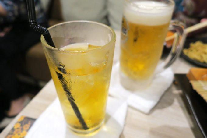 飲み放題コースのさんぴん茶と麒麟淡麗