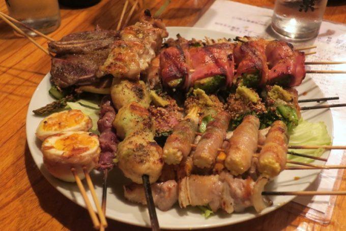 那覇・栄町「串焼き あだん 別館」で食べた串盛り合わせ。