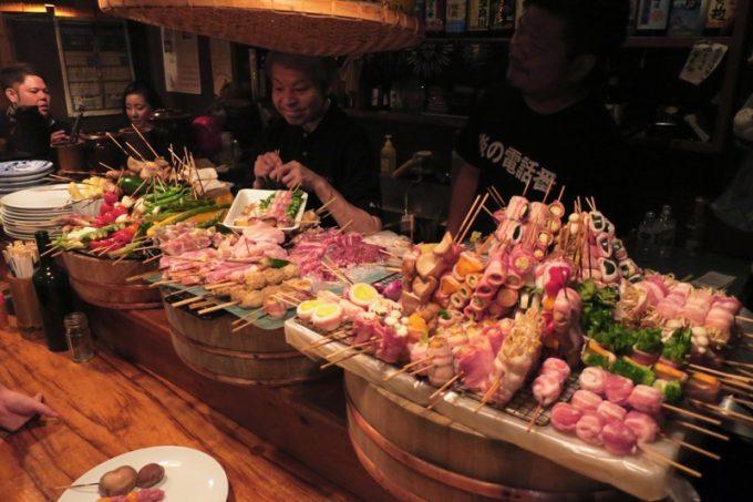 那覇・栄町「串焼き あだん 別館」と言ったら野菜を巻いた串焼き。