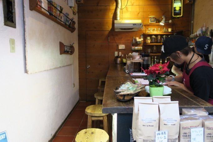 那覇・牧志「Cafe Street Chatancoffee(カフェストリート チャタンコーヒー)」の店内