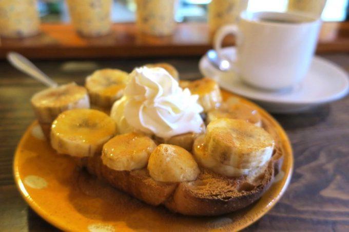 那覇・牧志「Cafe Street Chatancoffee(カフェストリート チャタンコーヒー)」のバナナシナモントースト(400円)