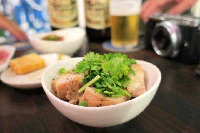 新代田「飲み屋 えるえふる」鶏のオリープオイル蒸し(300円)