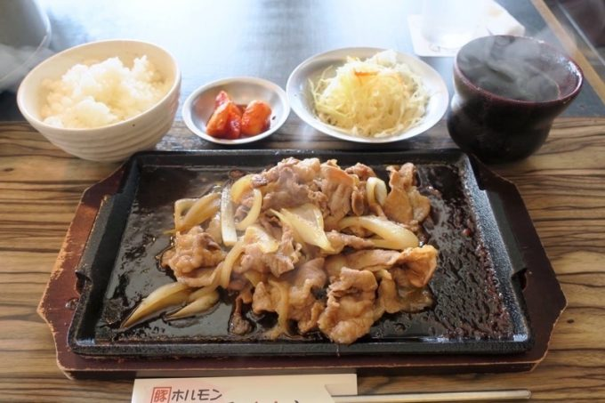 那覇・久茂地「我那覇焼肉店」あぐーしょうが焼き定食2トン<豚>(200g、800円)