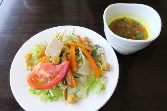 新橋「カーンケバブビリヤニ」のランチについてくるサラダ