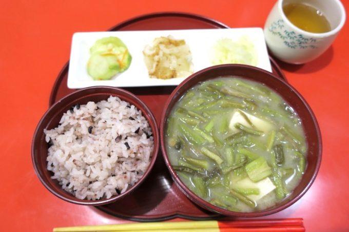 那覇・栄町「むじ汁専門店 万富(まんぷ)」のむじ汁定食(700円)