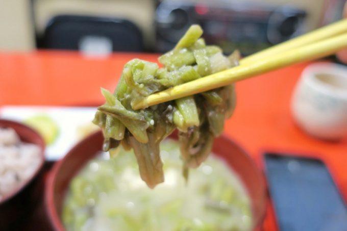 田芋の茎は柔らかいのにシャキッとした歯ごたえがある