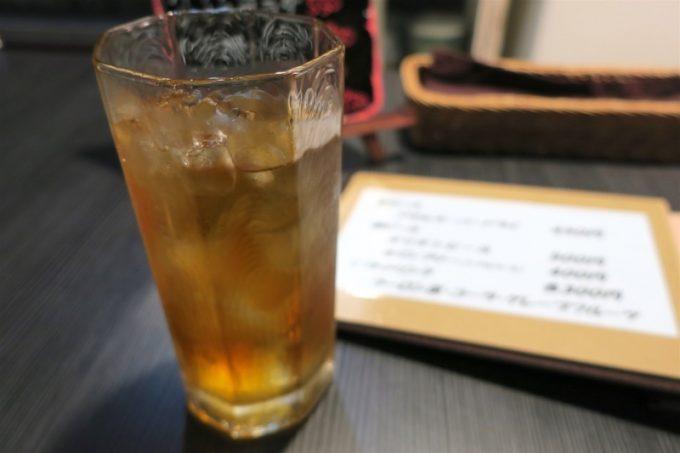 那覇・栄町「ルフュージュ」のウーロン茶(300円)