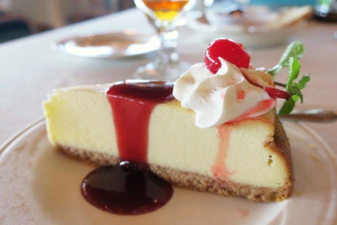 嘉手納「シーサイドリストランテ」ニューヨークチーズケーキ(5ドル)