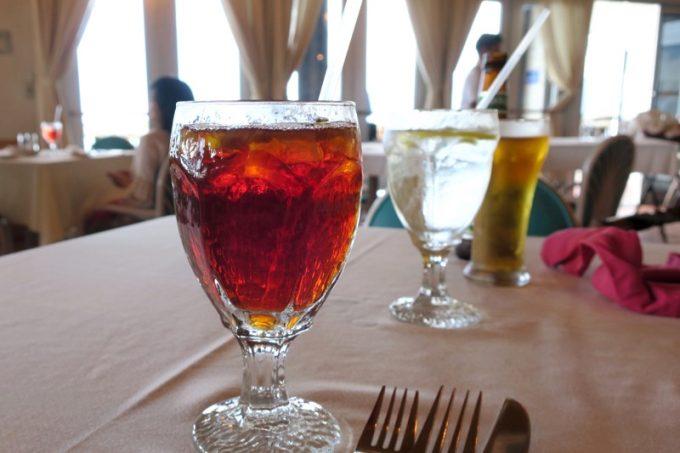 嘉手納「シーサイドリストランテ」の紅茶(無糖、1.25ドル)
