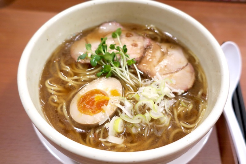 那覇・久茂地「照麺」の醤油ラーメン(680円)