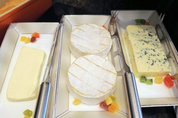 チーズも3種類。食べたい分だけ取り分けることができます