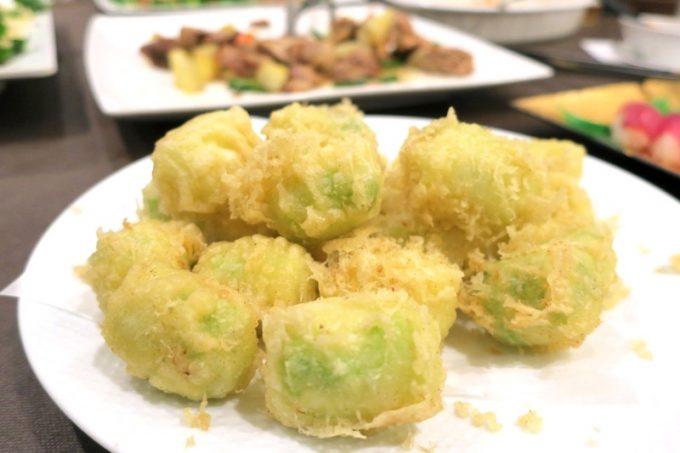 こちらは天久テラス名物・キャベツの天ぷら。