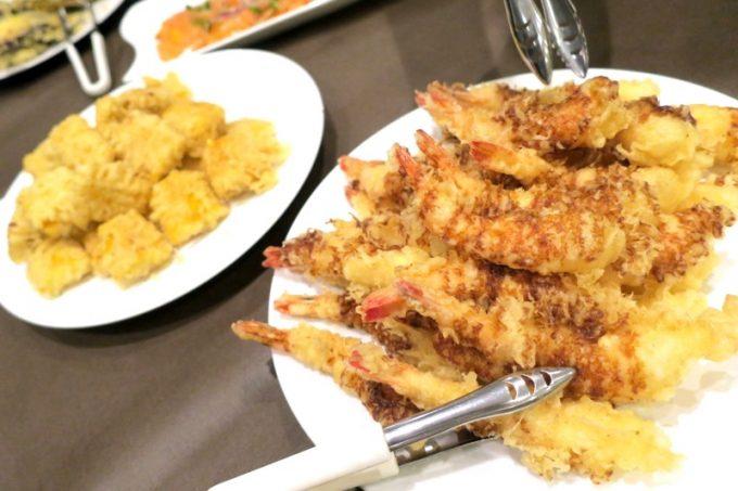 海老天とトウモロコシの天ぷらも。