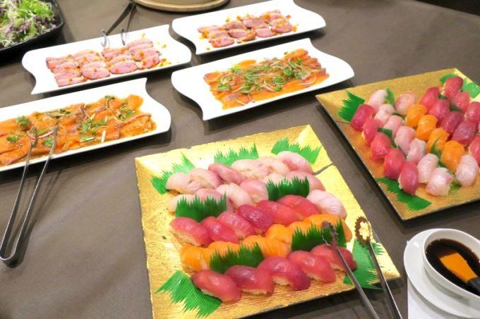 こちらはお寿司やサーモン、合鴨など。