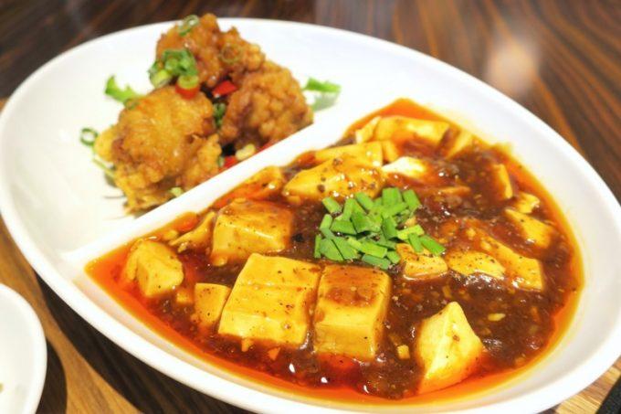 コンビセットのおかずは、油淋鶏と四川マーボー豆腐にしてみた