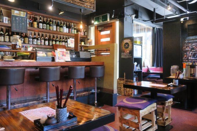 「沖縄料理と地頭鶏 炎」の店内(2018年8月)