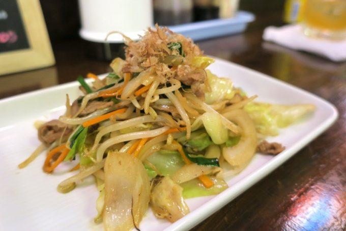 一品料理の野菜チャンプルー(300円)