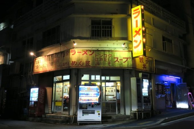 沖縄市・中の町にある「めん匠」は深夜営業のラーメン店だ