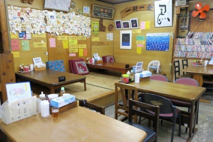 恩納村「なかま食堂」の店内
