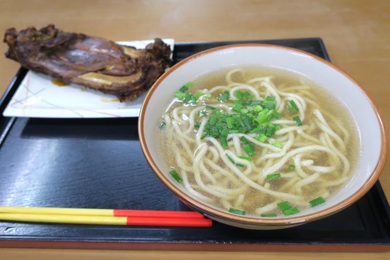 恩納村「なかま食堂」のソーキそば(780円)
