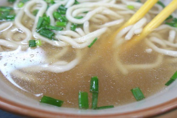スープがカツオの出汁が効いてて、どことなく甘みを感じます