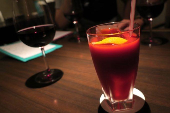 赤ワインとトマトジュースで乾杯