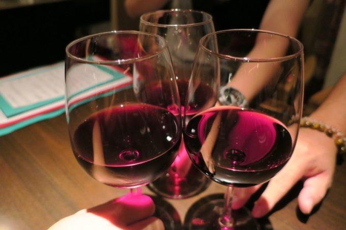 この日、グラス300円の赤ワインは3種類あった