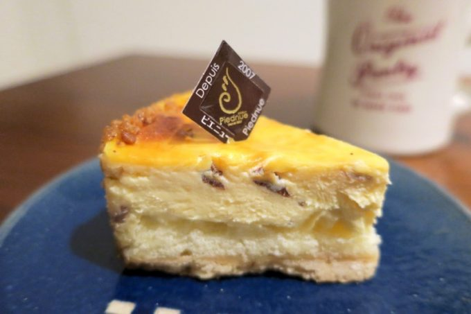 那覇・真嘉比「Cake cafe Piednue(ピエニュー)」焼きチーズケーキ(350円)